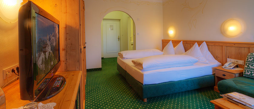 Austria_Seefeld_Krumers_Post_alpin_room.jpg
